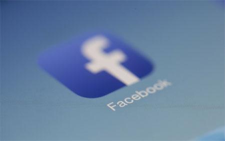 Facebook no está muerto ni está en las últimas. Es un joven muy vivo.